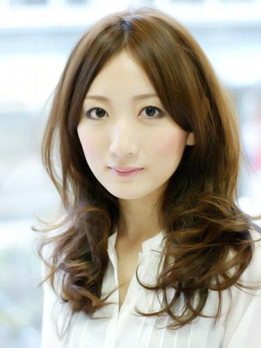 【表参道30代髪型】ロングカールスタイル