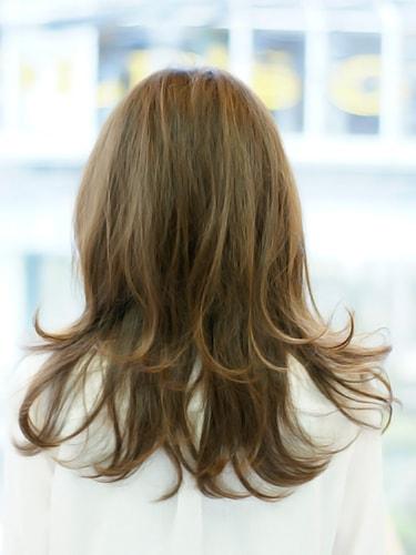 【表参道30代髪型】ナチュナルロングスタイルバック