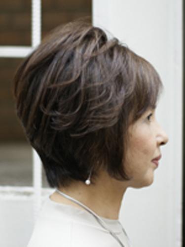 トップにボリューム50代60代髪型ヘアスタイル